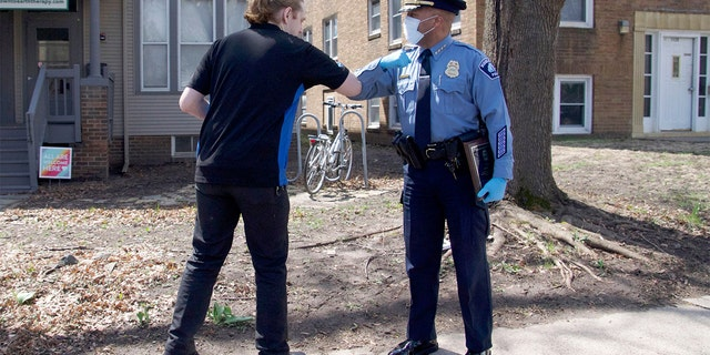 Westlake Legal Group Dominos-Employee-Minneapolis-Police-1 Minneapolis Domino's employee gives big assist to police by feeding kids for free Michael Ruiz fox-news/us/minneapolis-st-paul fox-news/us/crime/police-and-law-enforcement fox news fnc/lifestyle fnc c1b39220-006f-50db-9cfd-2b7a8c411ba2 article