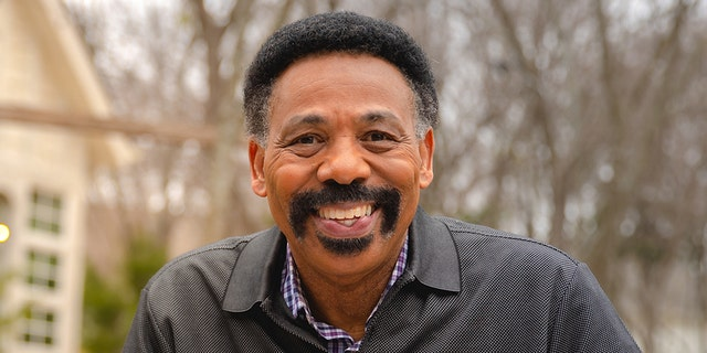"""Dr. Tony Evans is the founder and president of The Urban Alternative and his radio broadcast, """"The Alternative with Dr. Tony Evans,"""" is heard on 1,400 radio outlets daily and in more than 130 countries."""
