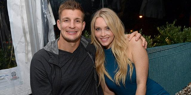 Sports Illustrated Swimwear Model e Tampa Bay Buccaneers si frequentano dal 2015