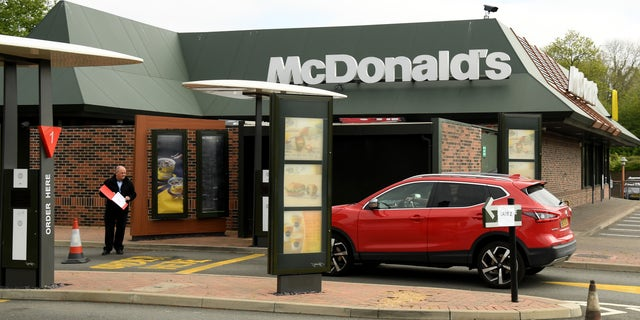 Westlake Legal Group GettyImages-1220953408 California McDonald's employee assaulted by customer in drive-thru window over mask policy fox-news/health/infectious-disease/coronavirus fox-news/food-drink/food/restaurants fox-news/food-drink/food/fast-food fox-news/food-drink/food fox news fnc/food-drink fnc article Alexandra Deabler 6615c637-028a-5409-a429-fd593af8e182