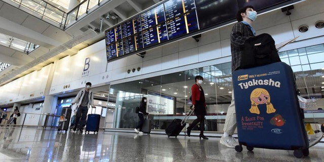 A new mandate, announced by the Hong Kong government on Tuesday, reportedly makes Hong Kong the first airport in the world to require testing for all incoming passengers.(Li Zhihua/China News Service via Getty Images)