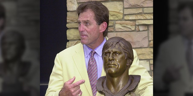 Pro Football Hall of Famer and former Los Angeles Rams defensive end Jack Youngblood during the enshrinement ceremony on Aug. 4, 2001 at the Pro Football Hall of Fame in Canton, OH. (Photo credit DAVID MAXWELL/AFP via Getty Images)