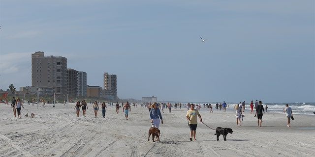 "Despite the mayors pleading caution, the tantalizing prospect of heading to the beach was too much for many residents.<br data-cke-eol=""1"">"