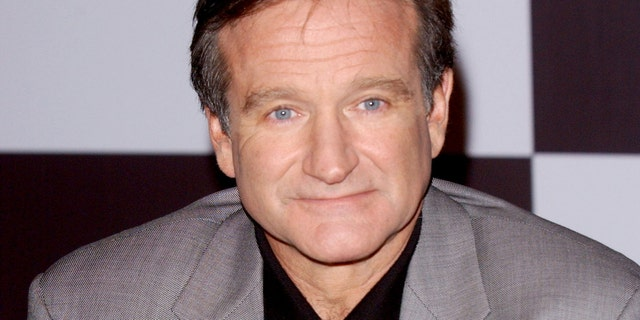 """Robin Williams during Robin Williams in Photocall for Spanish Premiere of """"Insomnia"""" at Hotel Palace in Madrid, Spain. (Photo by Lalo Yasky/WireImage)"""
