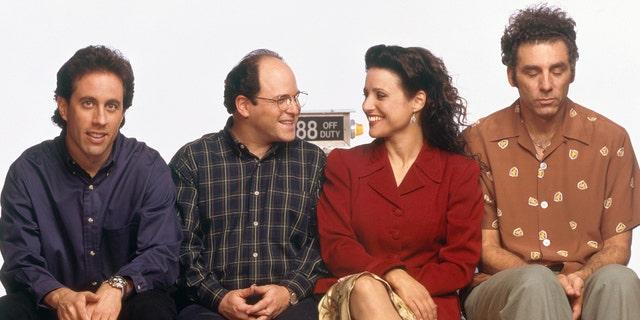 SEINFELD -- Season 6 -- Pictured: (l-r) Jerry Seinfeld, Jason Alexander as George Costanza, Julia Louis-Dreyfus as Elaine Benes, Michael Richards as Cosmo Kramer (Photo by )
