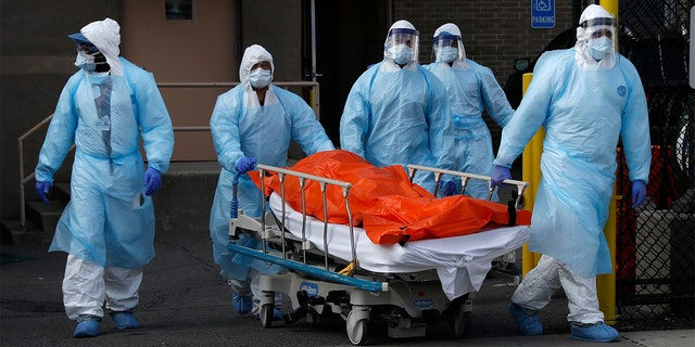 Healthcare workers wheel the body of deceased person from the Wyckoff Heights Medical Center during the outbreak of the coronavirus disease (COVID-19) in the Brooklyn borough of New York City, New York, U.S., April 2, 2020. (REUTERS/Brendan Mcdermid)