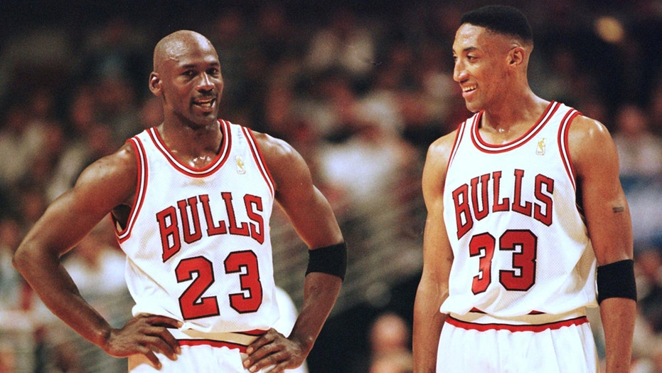 Scottie Pippen throwing the book at Michael Jordan in new tell-all