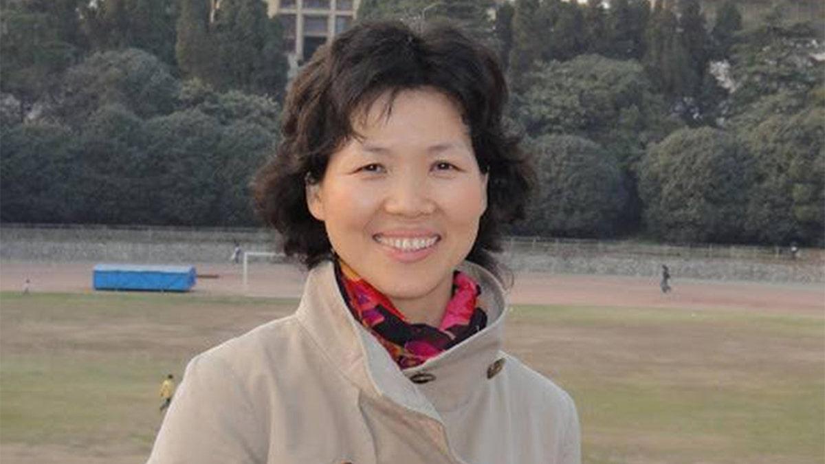 China's 'Bat Woman' Shi Zhengli denies 'defecting with intelligence files'  | Fox News