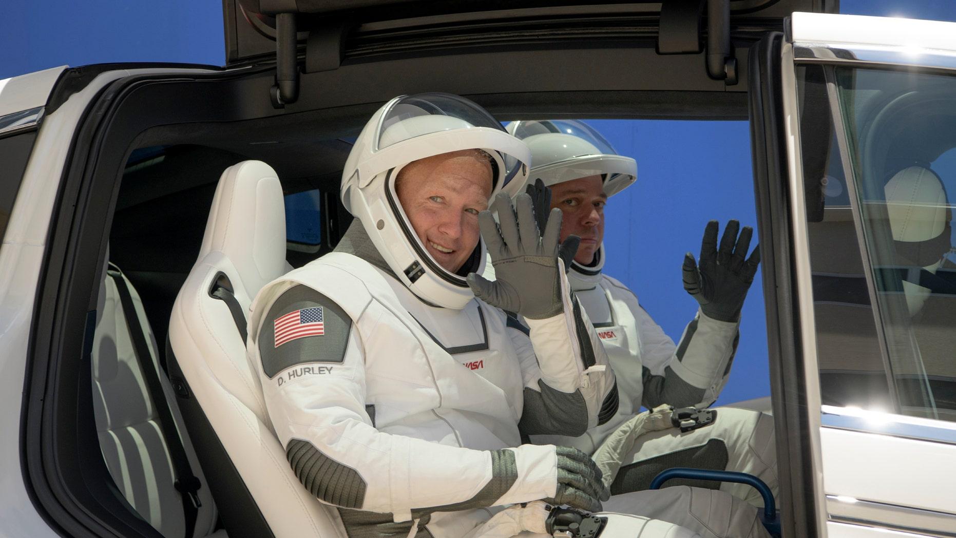 https://a57.foxnews.com/static.foxnews.com/foxnews.com/content/uploads/2020/05/1862/1048/SpaceXNASALaunch2.jpg