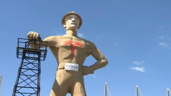 Tulsa unveils gigantic Elon Musk statue to help lure Tesla to town
