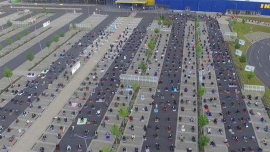 Coronavirus: German Ikea parking lot used for Ramadan prayer