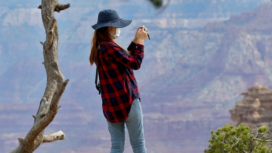 Tourists enter reopened Grand Canyon despite virus concerns