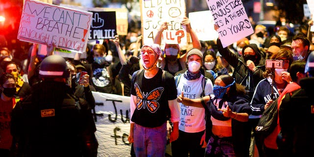 Two Federal Protective Service officers shot, one killed in Oakland protests