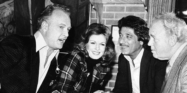 """At a Super Bowl pregame taping, Phyllis George is seen with, from left, former NFL players Paul Horning and Joe Namath, and """"All in the Family"""" star Carroll O'Connor, in Beverly Hills, Calif., Jan. 21, 1980. (Associated Press)"""