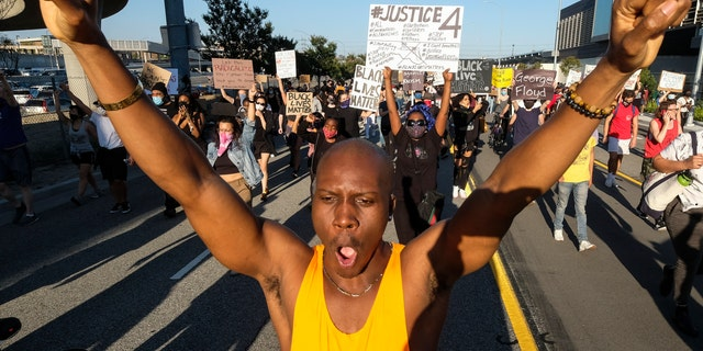 Los Angeles protest erupts over George Floyd death; American flag burned, Hwy 101 blocked 57