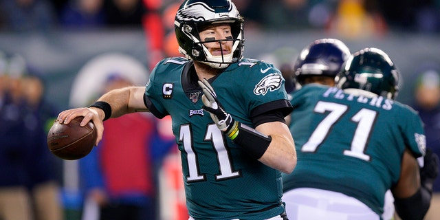 Can Carson Wentz lead the Eagles to another division title? (AP Photo/Chris Szagola, File)