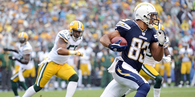 Vincent Jackson of the San Diego Chargers runs after a catch during a game against the Green Bay Packers on November 6, 2011 in San Diego, California. (Photo by Harry How/Getty Images)