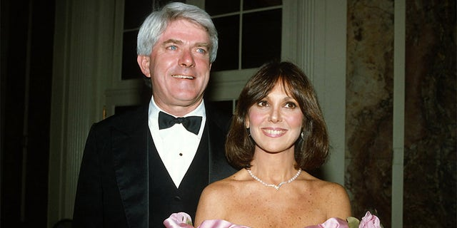 Phil Donohue and Marlo Thomas pose for a photograph at Gloria Steinem's 50th birthday celebration on May 23, 1984, in New York City.