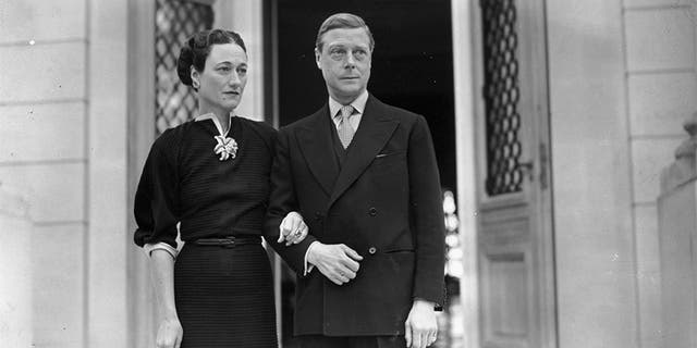 gardening The Duke (1894 - 1972) and Duchess (1896 - 1986) of Windsor, (formerly Edward VIII and Wallis Simpson) at their home, the Villa La Croe in Cap D'Antibes, Cannes in France, where they spent the New Year, circa 1939.