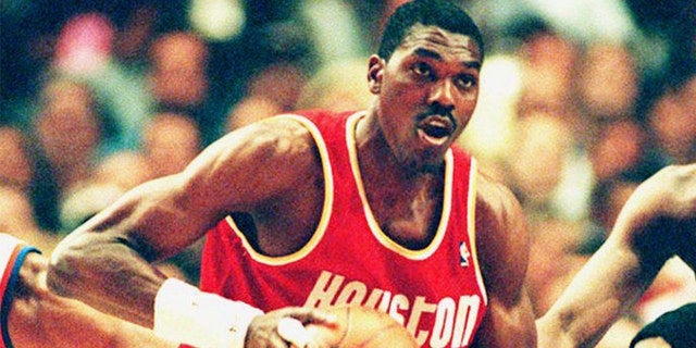 Houston Rockets legendary center Hakeem Olajuwon is the No. 11 greatest player of all-time. (Photo by BOB STRONG / AFP)