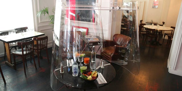 An alternate model of the Plex'Eat, seen here on display at Paris restaurant H.A.N.D., would encompass two diners.