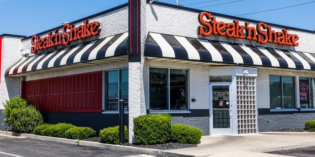 Steak 'n Shakeis planning a transformation to a quick-service restaurant model that will see it eliminate sit-down service in favor of self-service kiosks. (iStock)