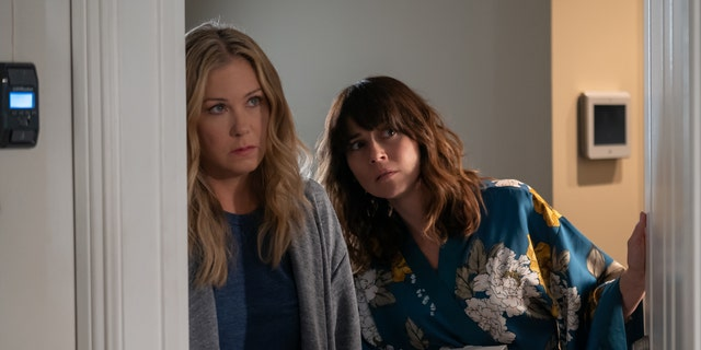 'Dead to Me': Christina Applegate as Jen and Linda Cardellini as Judy