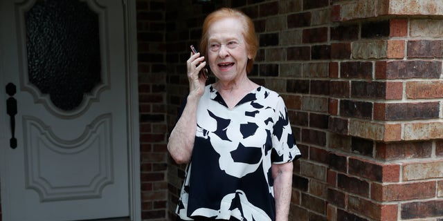 For Dell Kaplan, the offer to get calls from a stranger just to chat while staying home during the coronavirus pandemic was immediately appealing.