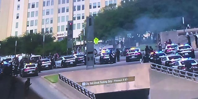 Westlake Legal Group dallas-protests Machete-wielding man attacked by Dallas mob in shocking video was 'allegedly protecting neighborhood': police Stephen Sorace fox-news/us/us-regions/southwest/texas fox-news/us/dallas-fort-worth fox-news/us/crime fox-news/person/george-floyd fox news fnc/us fnc bbfd4945-cee0-5fb8-a2c0-e9c4a7c1a539 article