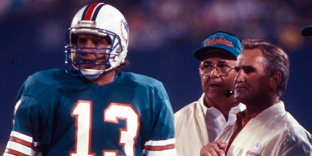 Dan Marino, Don Shula, New York Jets vs Miami Dolphins gameplay. (Photo by Walt Disney Television via Getty Images)