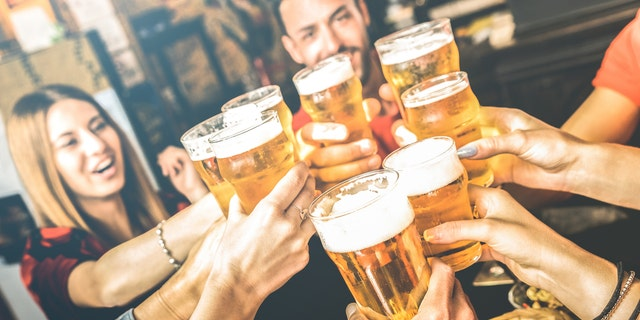 Researchers measured the cognitive functions of 19,887 participants from 1996 to 2008. Researchers found that low to moderate drinkers showed consistently high cognitive function trajectories and had slower rates of decline compared to never drinkers.