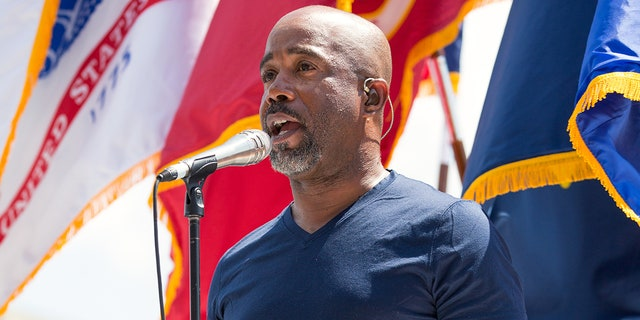 """Darius Rucker shook the staff and dinners at an IHOP restaurant """"like a wagon wheel"""" when he covered all the dinner bills and left a big tip to the workers.  (Joey Foley / WireImage)"""