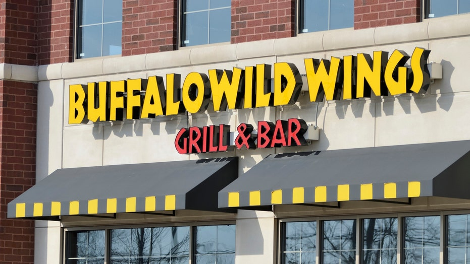Buffalo Wild Wings makes Super Bowl bet with football fans; Boeing faces more 737 Max woes