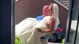 Woman drops 112 pounds so her husband can carry her – 18 years after the wedding