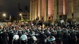 Manhattan Bridge protesters find NYPD blockades at both ends, leave peacefully
