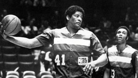 Basketball Hall of Famer Wes Unseld dies at 74, his family says