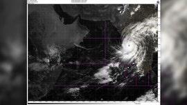 Powerful cyclone in India lashes business capital of Mumbai; 100,000 evacuated