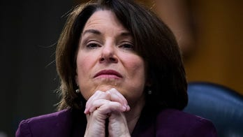 Klobuchar mocked for tweet inadvertently arguing Trump should fill SCOTUS vacancy
