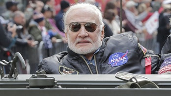 Buzz Aldrin picks Arizona Republican McSally over fellow astronaut Kelly