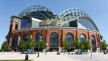 Milwaukee scraps early voting plans at Fiserv, Miller Park