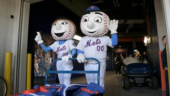Phillie Phanatic, Mr Met, MLB mascots now permitted in parks