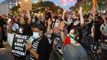 Protesters supporting Israel, Palestinians clash in New York
