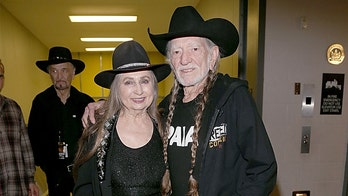 Willie Nelson set to publish book with sister Bobbie about life in music