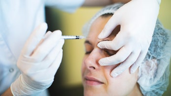 Florida plastic surgeon offers drive-through Botox to quarantined residents