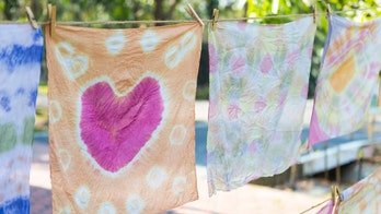How to tie-dye at home this summer