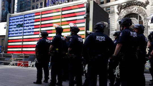 George Floyd unrest: Police lieutenants' union says Cuomo 'abandoned and insulted' NYPD amid attacks