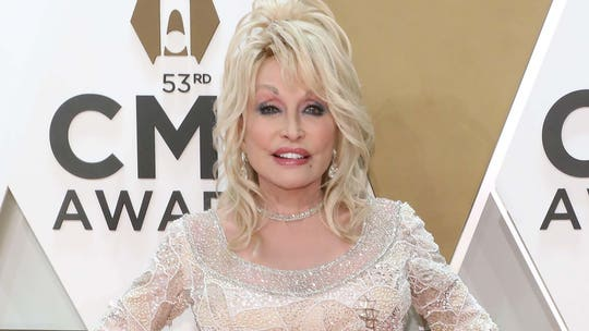 Dolly Parton, 74, says she will never age, jokes about plastic surgery: 'I ain't ever gonna be old'