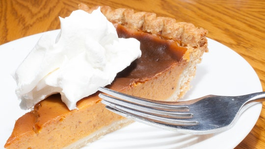 Minnesota woman bakes 'sacred' Sweet Potato Comfort Pies for mourning community: 'Remember to eat, pray and love'