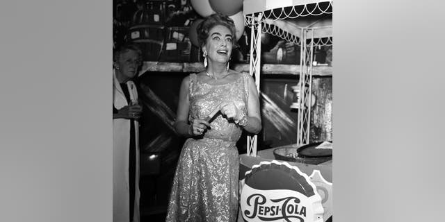 Actress Joan Crawford attends a party in Los Angeles, California, circa 1962.