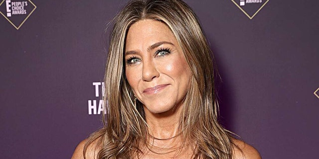 Jennifer Aniston debuted a fresh set of highlights on Instagarm on Monday to mark her return to the set of AppleTV's 'The Morning Show.'